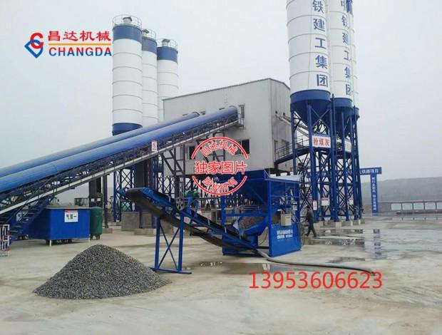 中铁建工集团阳大铁路洗石机工作现场